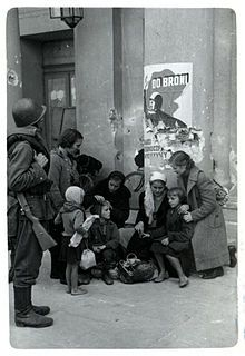 Warsaw 1939 refugees and soldier