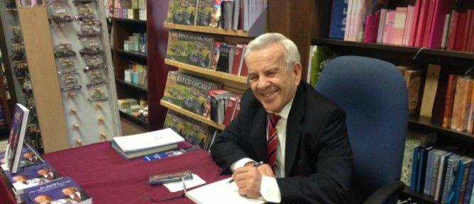 dr-fischer-signing-